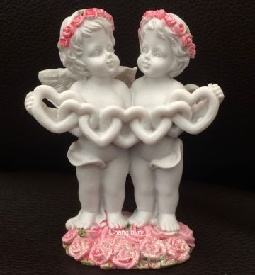 Cherub Couple Holding LOVE HEART CHAIN PINK Rose Heart CHE124